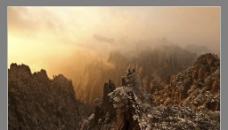 飞来石下的神雾图片