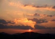 黄昏时的山欐图片