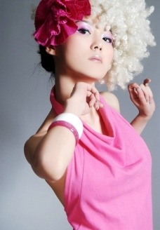 粉红美女图片