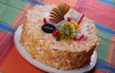 黄色奶油水果生日蛋糕图片