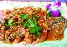 星马地道酱汁煮海鲈图片