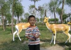 孩子和鹿图片